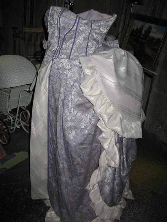 Outer costume for appratus