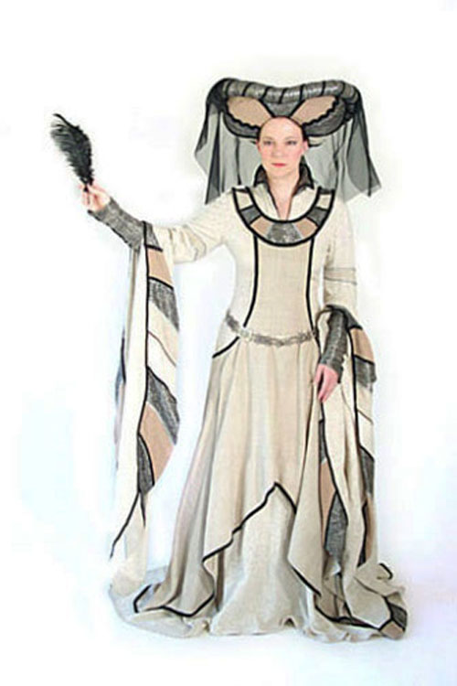 Medieval gown with bullhorn hat